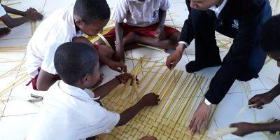 'Tikar Ajaib' Pemicu Kehadiran Siswa di Kelas